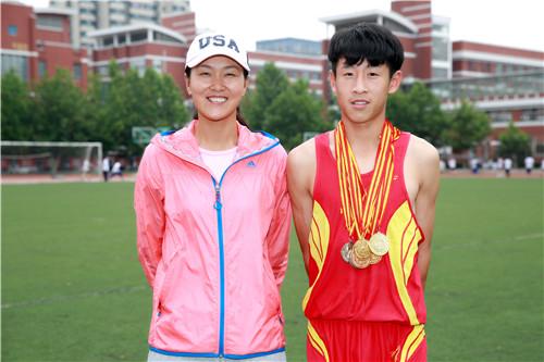 刘晓颖老师与金牌队员合影