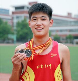 2014年全国中学生田径锦标赛1500米和5000米银牌获得者张宇峥
