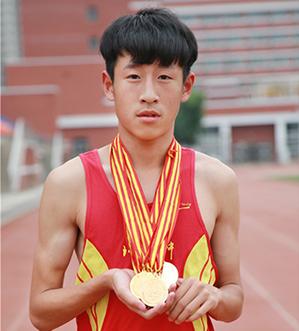 2014年全国中学生田径锦标赛400米金牌获得者陈思航